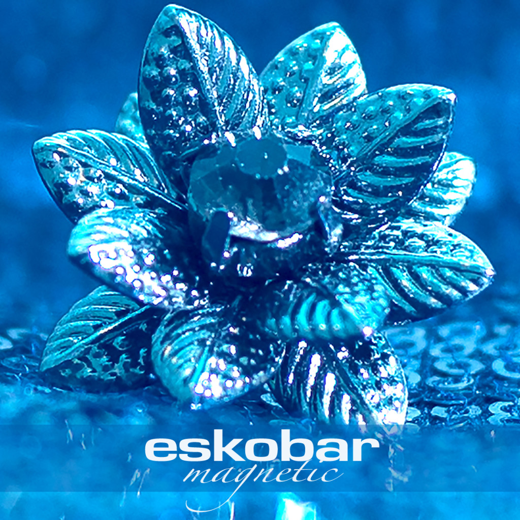 Eskobar Magnetic Cover center